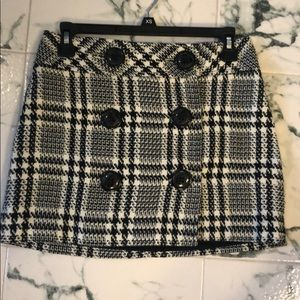 Plaid Black and white 13 inch skirt. Lined.